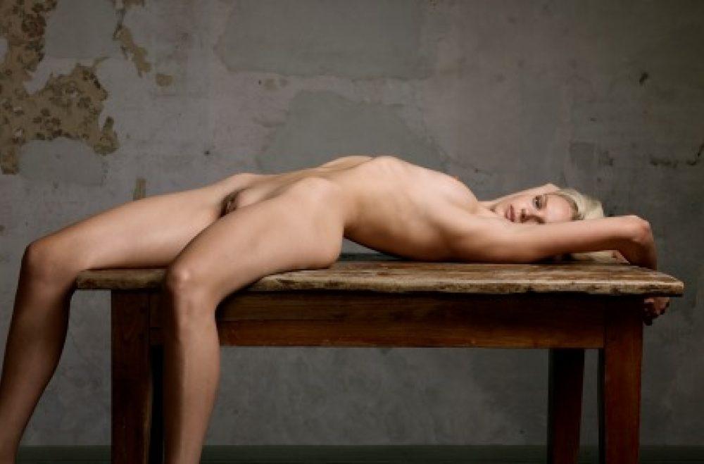 Skin Deep: Reclining Nude No. 1 (2015), archival print, 100 x 150 cm, Ed. 7, und 60 x 80 cm, Ed. 10