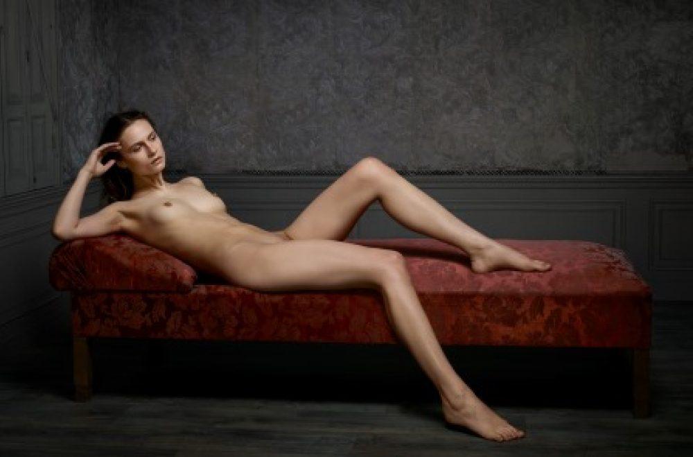 Skin Deep: Reclining Nude No. 2 (2015), archival print, 100 x 150 cm, Ed. 7, und 60 x 80 cm, Ed. 10