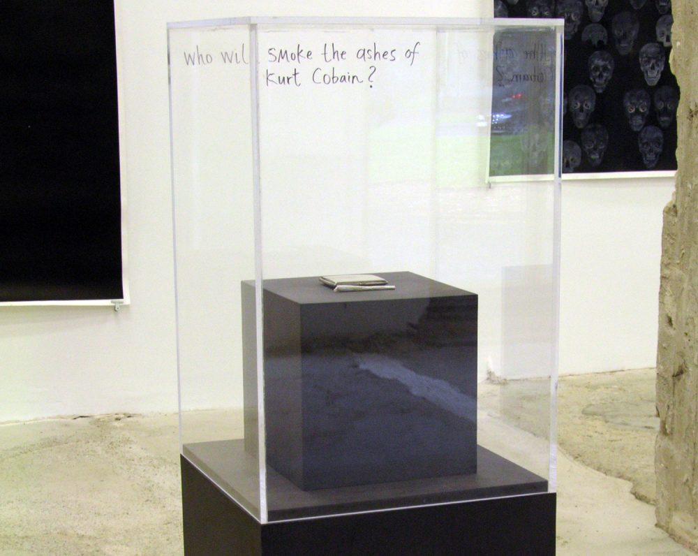 Gone (The ashes of Kurt Cobain) (2008), Mixed Media Installation, Ausstellungsansicht WAGNER + PARTNER