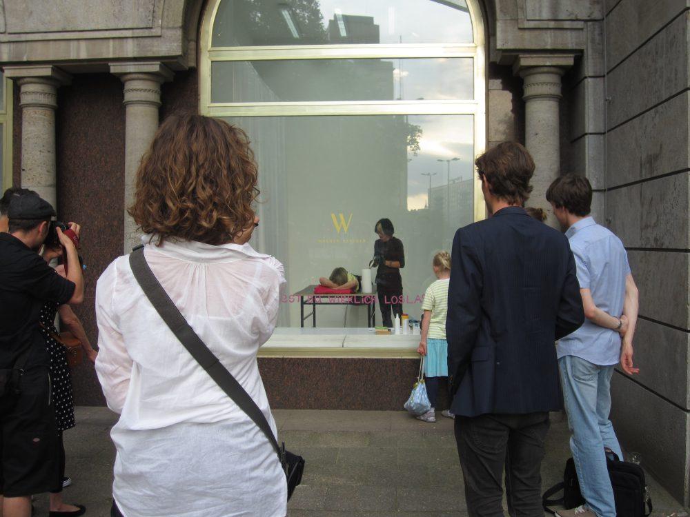 Letting Go (seit 2013), Performance und Installation, Installationsansicht 2013 im Rahmen der Ausstellung I don't have a gun
