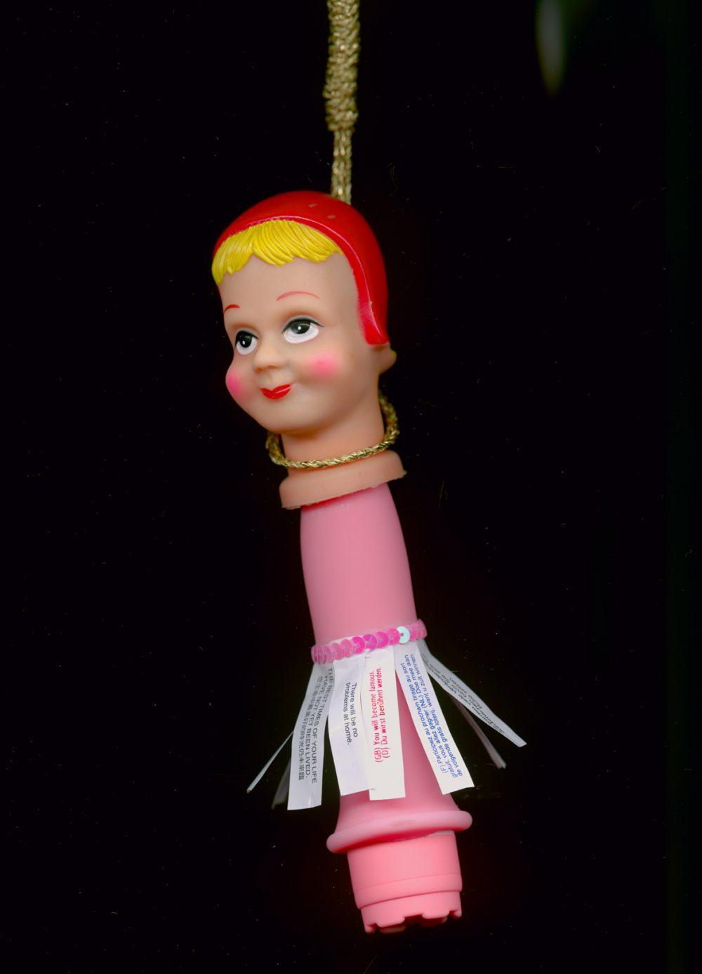 Worry Dolls: Fuck Head (2010), Archival ink auf Fotopapier, 60 x 40 cm, Ed. 5