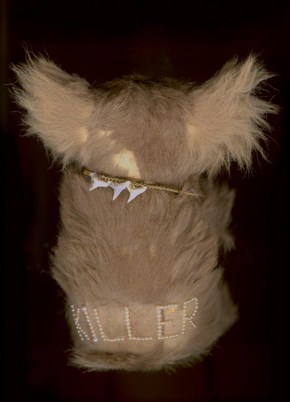 Worry Dolls: Killer (2010), Archival ink auf Fotopapier, 60 x 40 cm, Ed. 5