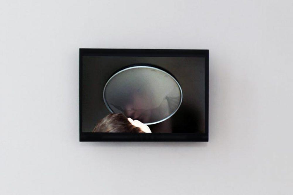 Miralamentira (2009), Video, 4:33 Min., farbig, ohne Ton, Installationsansicht