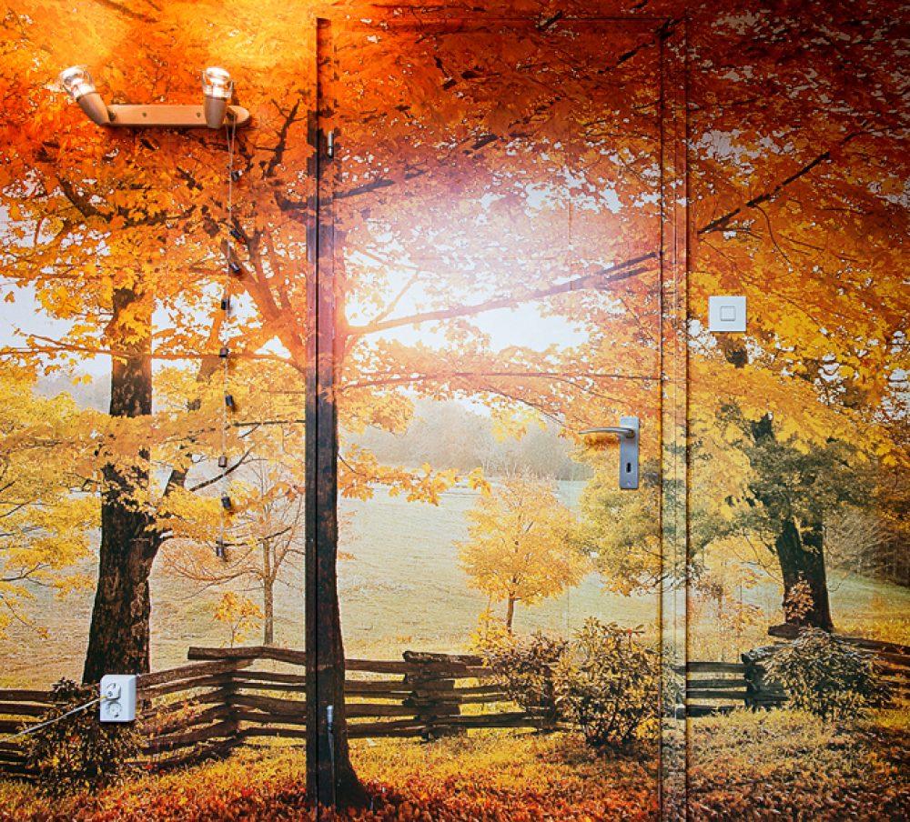 Tür in Herbstlandschaft (2001/2014), Archival Pigment Print, 92 x 99 cm, Ed. 8